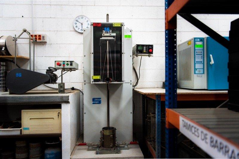 Compactadora de suelos y tamizadora
