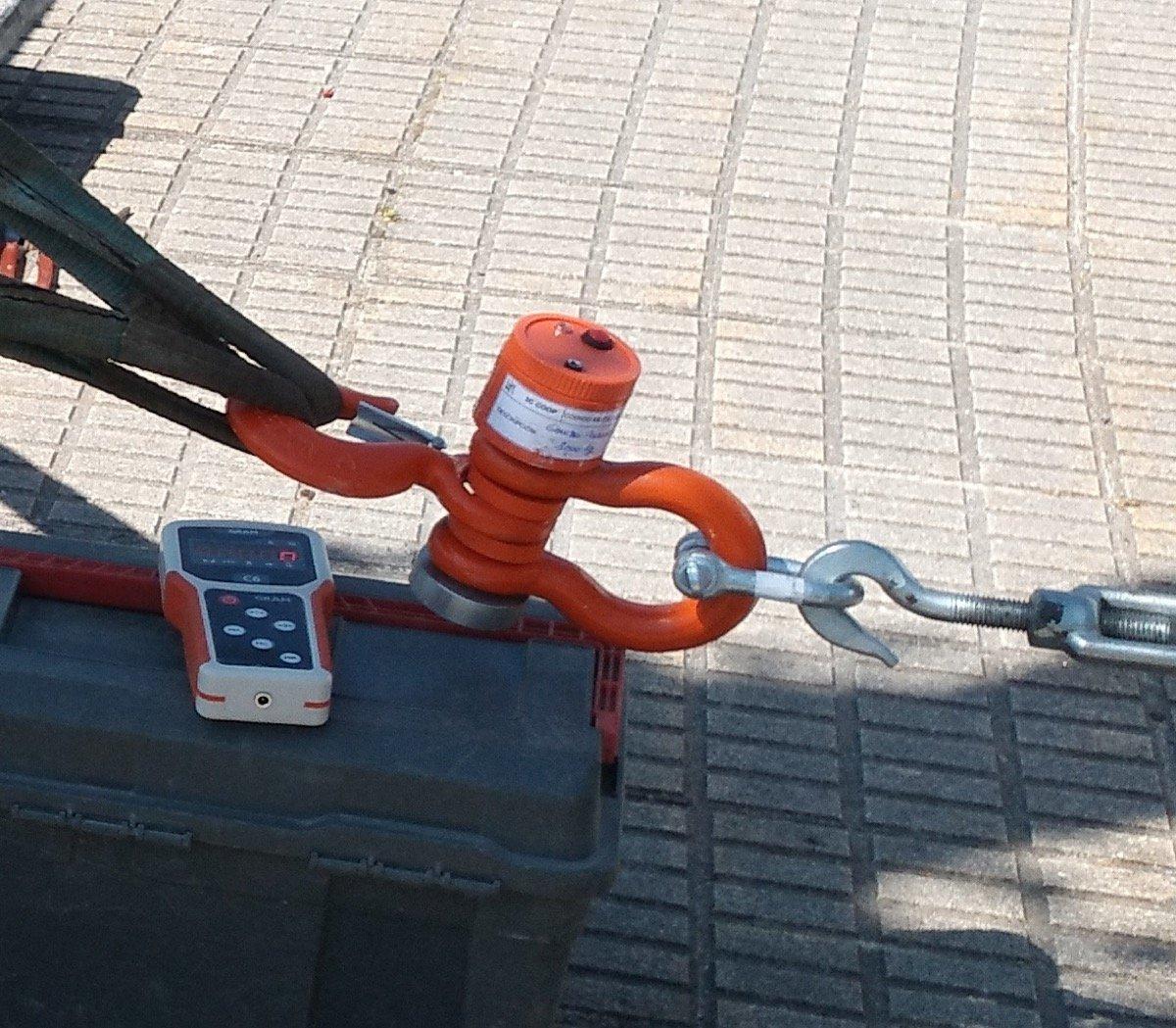 Ensayo de carga de barandillas gancho dinamometro (2)